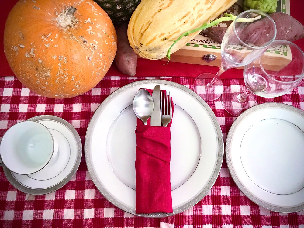 THANKSGIVING TABLE PUMPKIN RESTAURANT FOOD TRAVEL