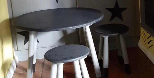 Black & white round Table set