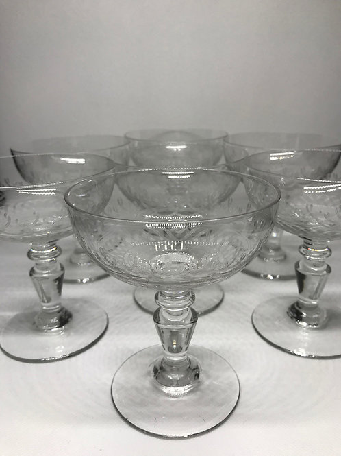 Coupes à Champagne en cristal à décor gravé d'entrelacs