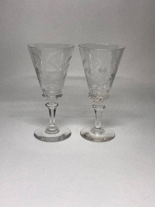 Verres à liqueur en cristal gravé