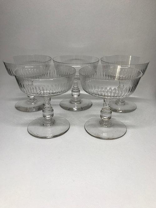 Coupes à Champagne en cristal à décor taillé de facettes
