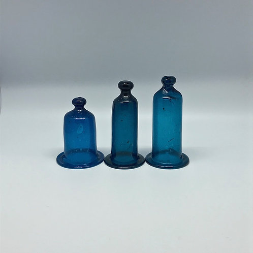 Cloches en verre soufflé bleu