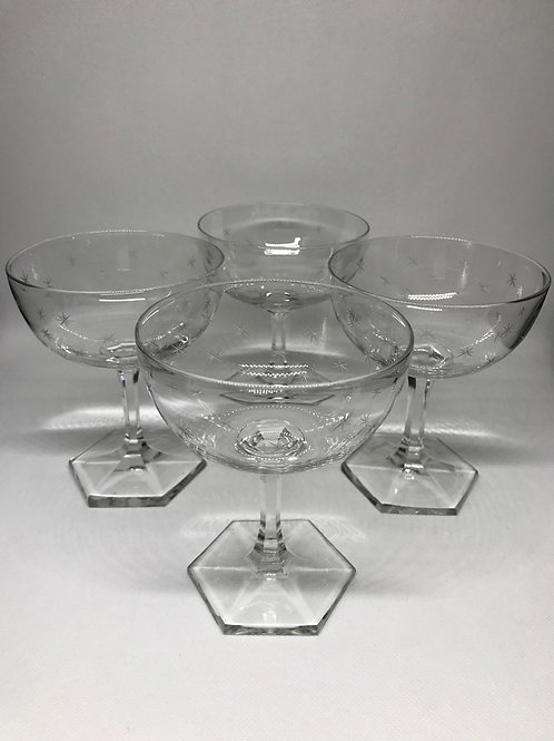 Coupes à Champagne en cristal à décor gravé d'étoiles