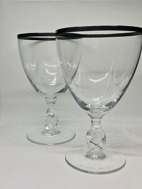 Très grands verres en cristal à jambe torsadée