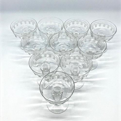 Coupes à champagne anciennes en verre gravé