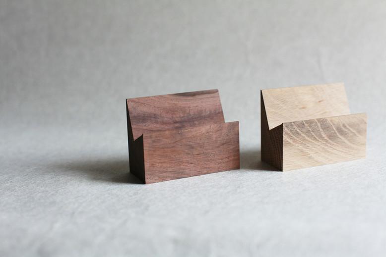 木製 置き台 ウォールナット(左) オーク (右)