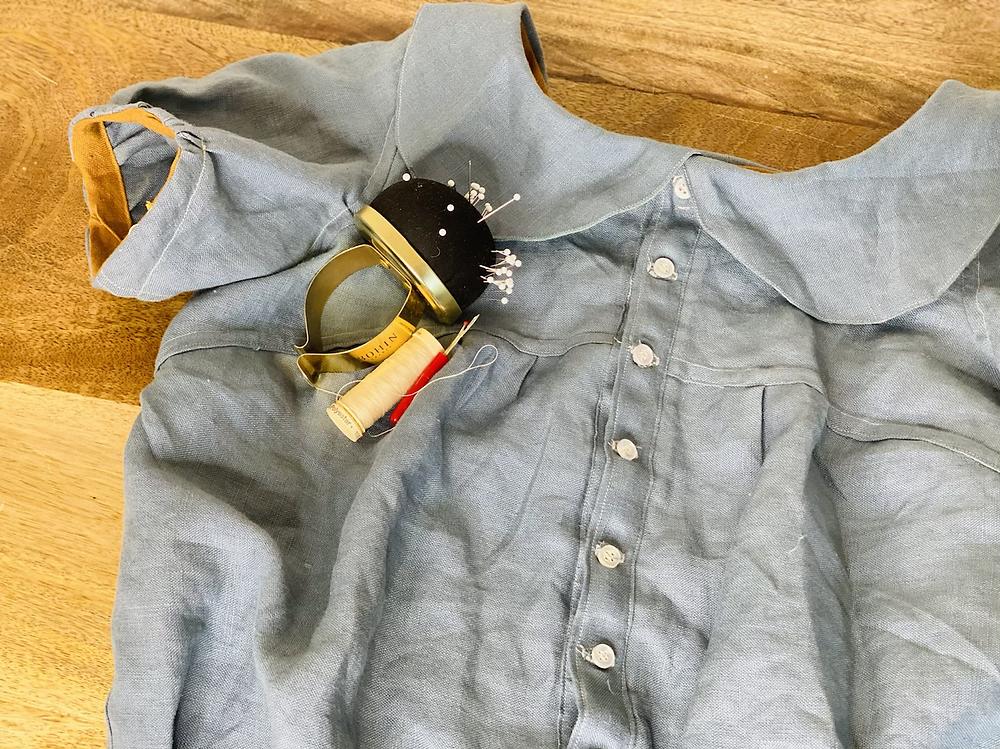turquoise blue silk linen noile blouse vintage historical 1950's fifties fashion history bounding puff sleeve short peter pan collar dress shirt