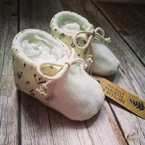 Baby booties - musical notes - 0-3months