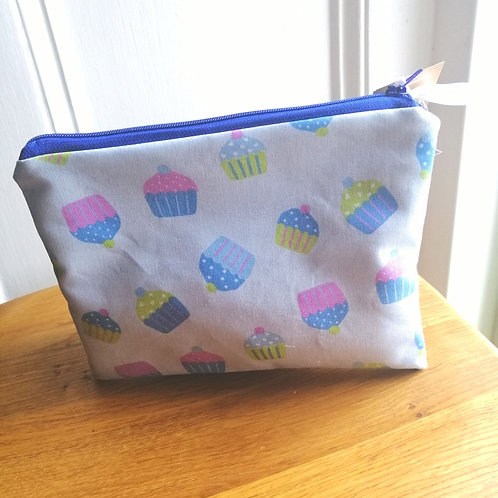 Flat purse cupcake print make up bag