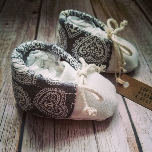 Baby booties - Scandi hearts - 0-3months