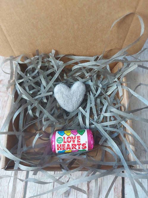 Ceramic heart gift packaging with felt pocket heart
