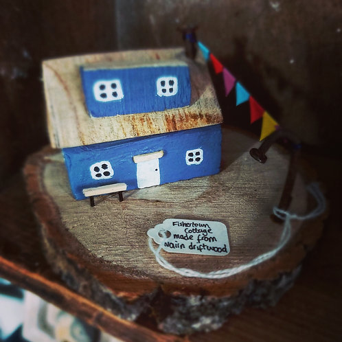 Fishertown cottage with washing line made from local driftwood