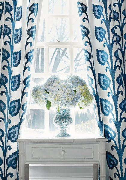 Drapes color blue