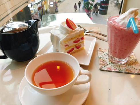 홍차와 딸기케이크