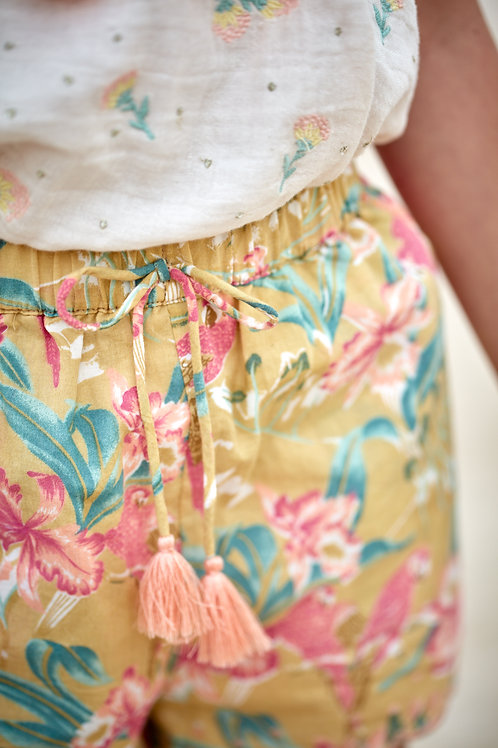 Louise Misha 寬版短褲 (黃色鸚鵡花) - Vallaloid Soft Honey Parrots Shorts