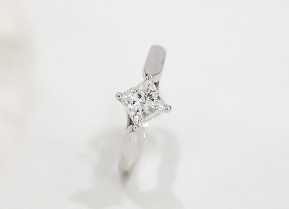 DD Diamond Ring