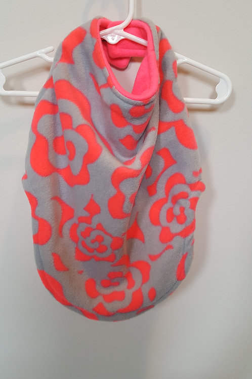 Hot pink and grey fleece with reverse side in plain hot pink.