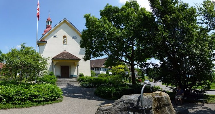 Vorplatz Kirche