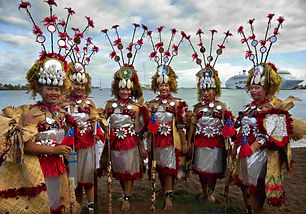 Sāmoan dancers waiting for the arrival of Hokuleʻaʻ