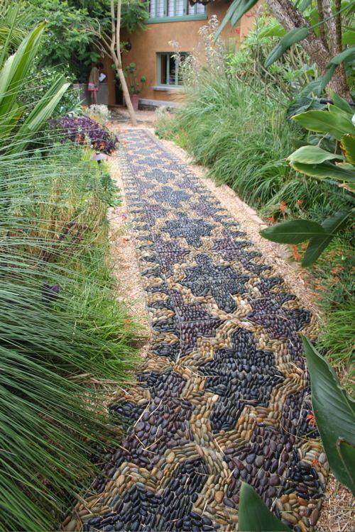 Mozaik kerti út
