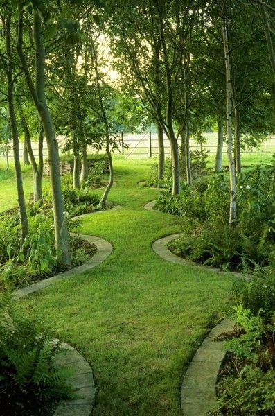 Szerpentin út a kertben