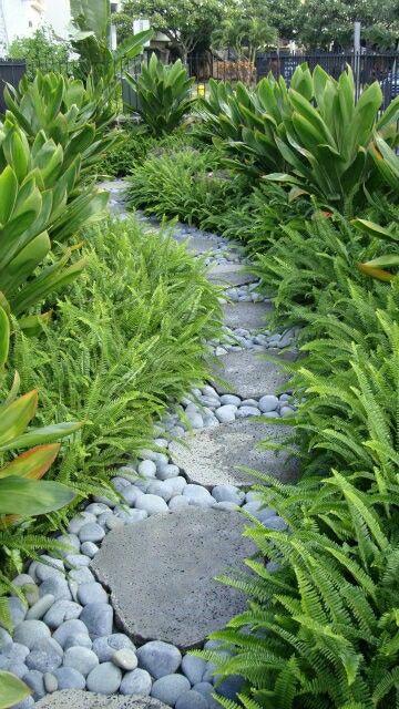 Kerti út kétféle kő felhasználásával