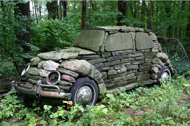 Kövekből épített VW Bogár