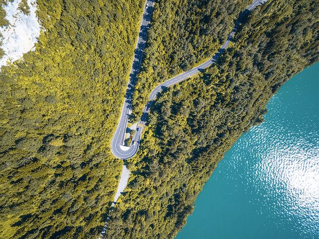 Foto aerea di una strada