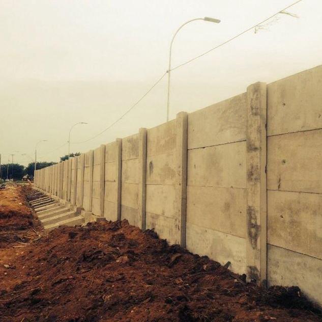 Construção de Muro Pré-Moldado (6)