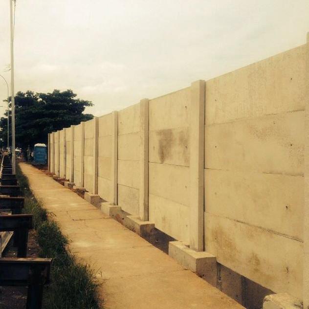 Construção de Muro Pré-Moldado (9)