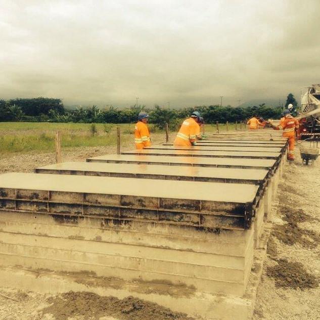 Construção de Muro Pré-Moldado (12)
