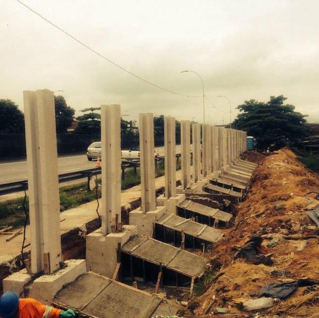 Construção de Muro Pré-Moldado (7)