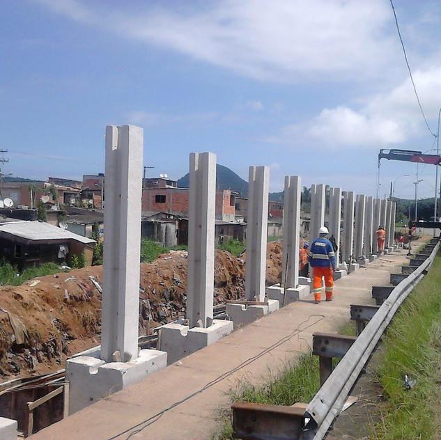 Construção de Muro Pré-Moldado (2)