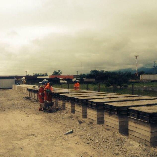 Construção de Muro Pré-Moldado (11)