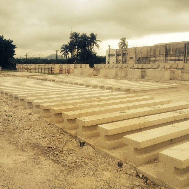 Construção de Muro Pré-Moldado (13)