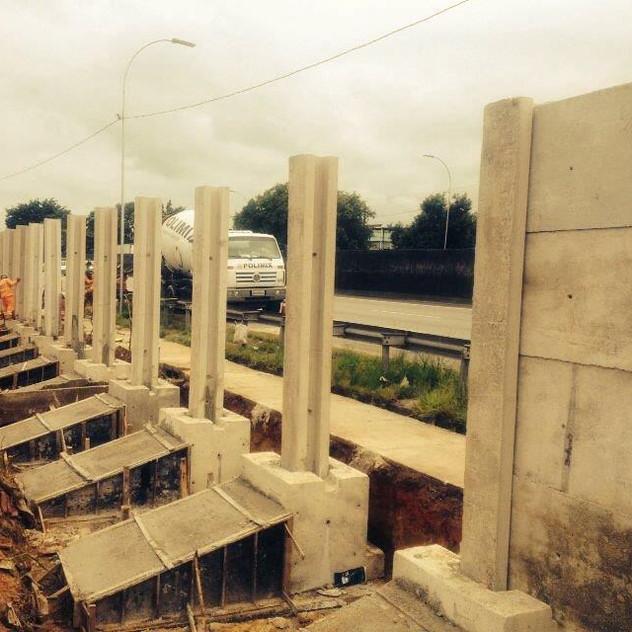Construção de Muro Pré-Moldado (8)