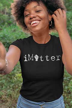 t-shirt-mockup-of-a-smiling-woman-in-the