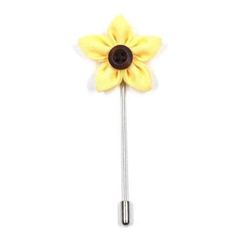 Žlutá květinka - ozdoba do klopy