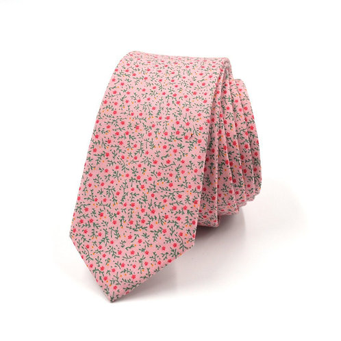 Růžová květinová kravata