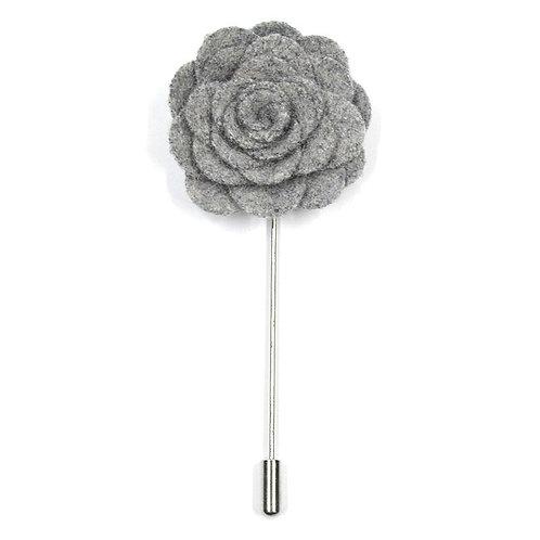 Světlé šedá květina - ozdoba do klopy