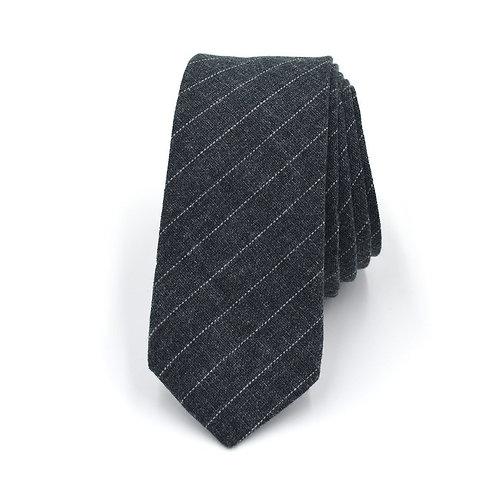Šedá kravata s proužký