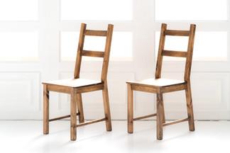 アンティーク調の木製チェア