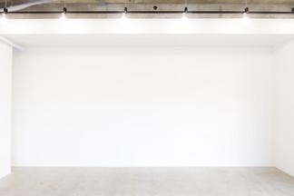 シンプルな一面真っ白な壁