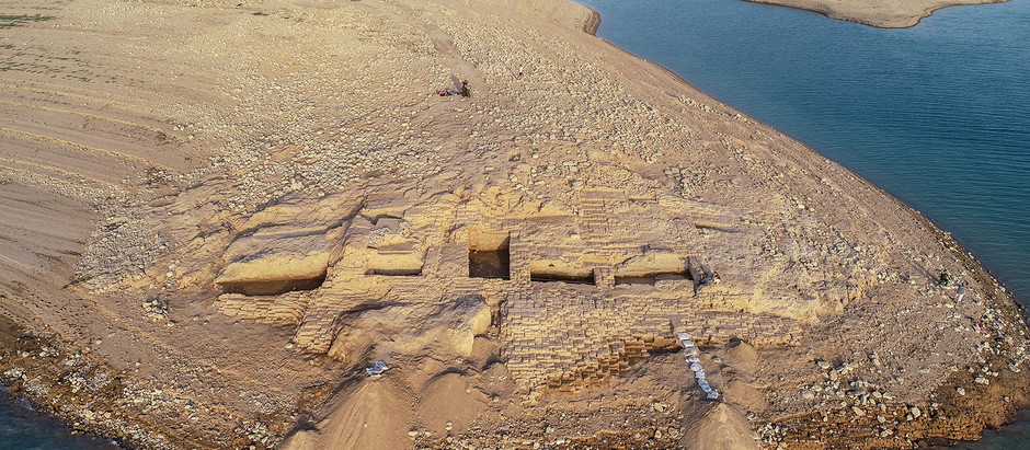 A drought revealed a palace thousands of years old submerged in an Iraq reservoir !