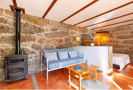 Casa da Benfeitoria Stone House