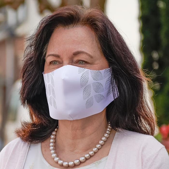 Frau mit Maske.jpg