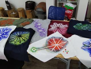 近藤喜代子さんの臨床美術ワークショップ第3弾 「Tシャツに雪の結晶を描く♪」を開催しました