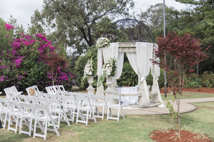 simple-elegant-outdoor-wedding-under-the