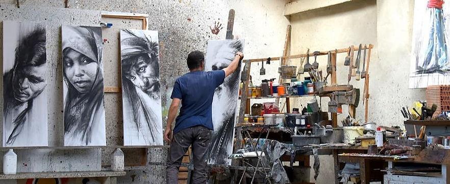 Le peintre Emmanuel Michel dans son atelier grands dessins Sri Lanka
