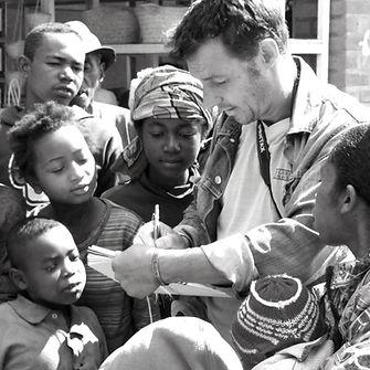 Emmanuel Michel peintre sculpteur voyageur à Madagascar